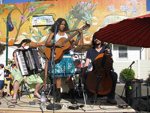 Rupa and the April Fishes rock out the mural opening, Sept. 27, 2008.