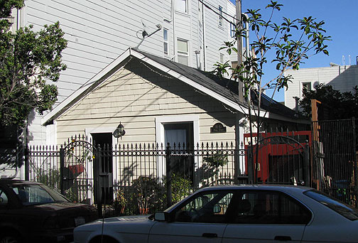 A 1906 earthquake shack on Pearl Street off Duboce... 500 sq. feet of San Francisco bliss!