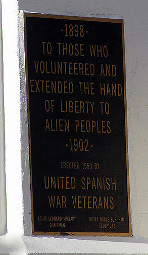 Close-up on the sign on the monument above.