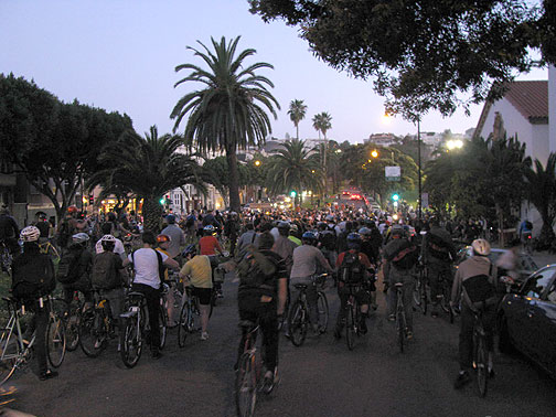 A long pause with bike lifts at 18th and Dolores before dispersing, mostly into the adjacent park...