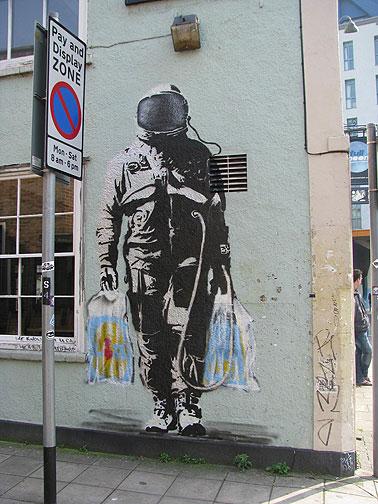 banksy-astronaut-shopper_8257