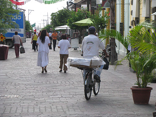 Bread delivery by bike in Tlaquepaque, Guadalajara.