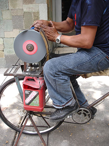 Knife sharpening on the streets of Mexico with a bicycle-based machine.