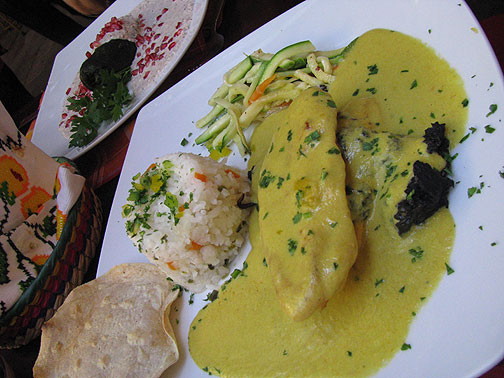 Pollo con huitlacoche in salsa de flor de calabaza
