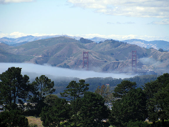 Gorgeous clear day yesterday... a bit of fog trying to sneak in the Golden Gate.... seen here from Twin Peaks.