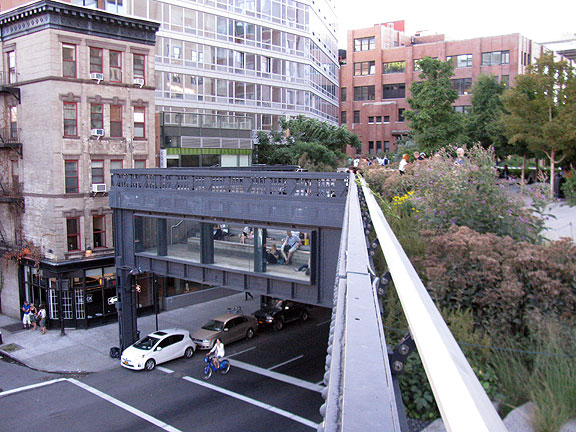 Towards the southern edge of the Highline.