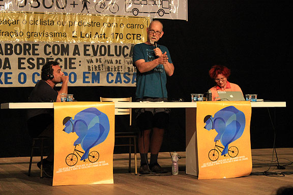 Here I am giving my Talk on Friday night before the wet Critical Mass on Feb. 14 in Curitiba.