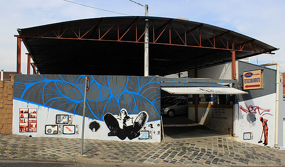 Wandering around Curitiba we came upon this garage with wonderful stencils.