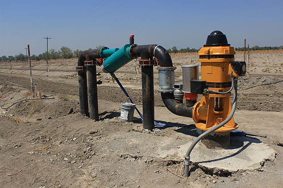 This pump is surely meant to tap the aquifer, but given the desolate surroundings, is clearly not in use at this time. Don't know if it's because the water table has fallen too far in the drought, or if it was for some other reason.