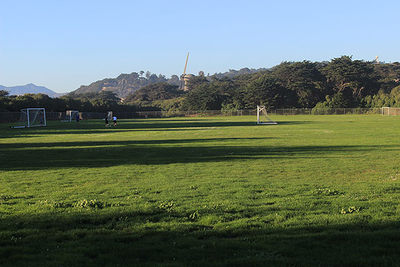 This is the Golden Gate Park soccer fields near Ocean Beach that are now being dug up and covered with astroturf after the frustrating passage of Prop I and defeat of Prop H in recent election... at least the pro-carmageddon Prop L was soundly defeated!