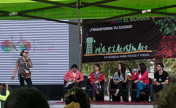 Mujeres en Bici presenting at El Bosque, one of four sites where the World Bike Forum was held in Santiago. Their book on women cycling is here: https://www.scribd.com/doc/306936491/Mujeres-en-Bici-Una-expresio-n-de-libertad-que-trasciende-fronteras