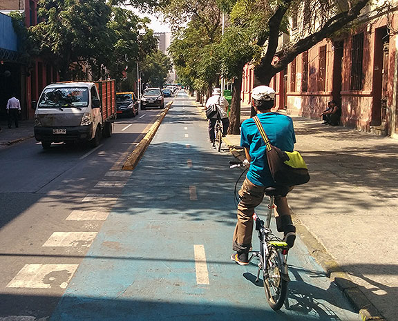 Santiago has some very decent bike lanes already, and some weirdly obsolescent ones... this one on Rosas was my favorite.