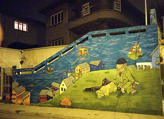 This mural was on the hill-traversing Cintura road, which we came upon on a late night wander.